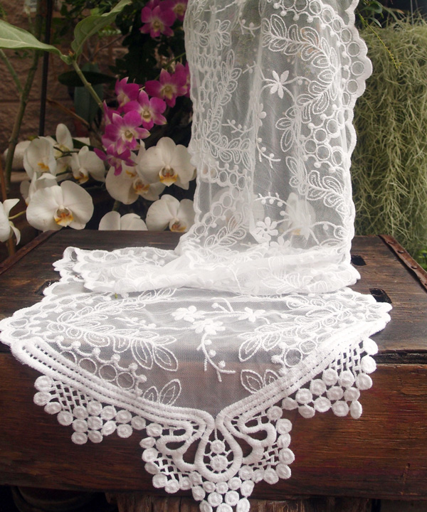 White Lace Floral And Leaf 6 Foot Pattern Table Runners