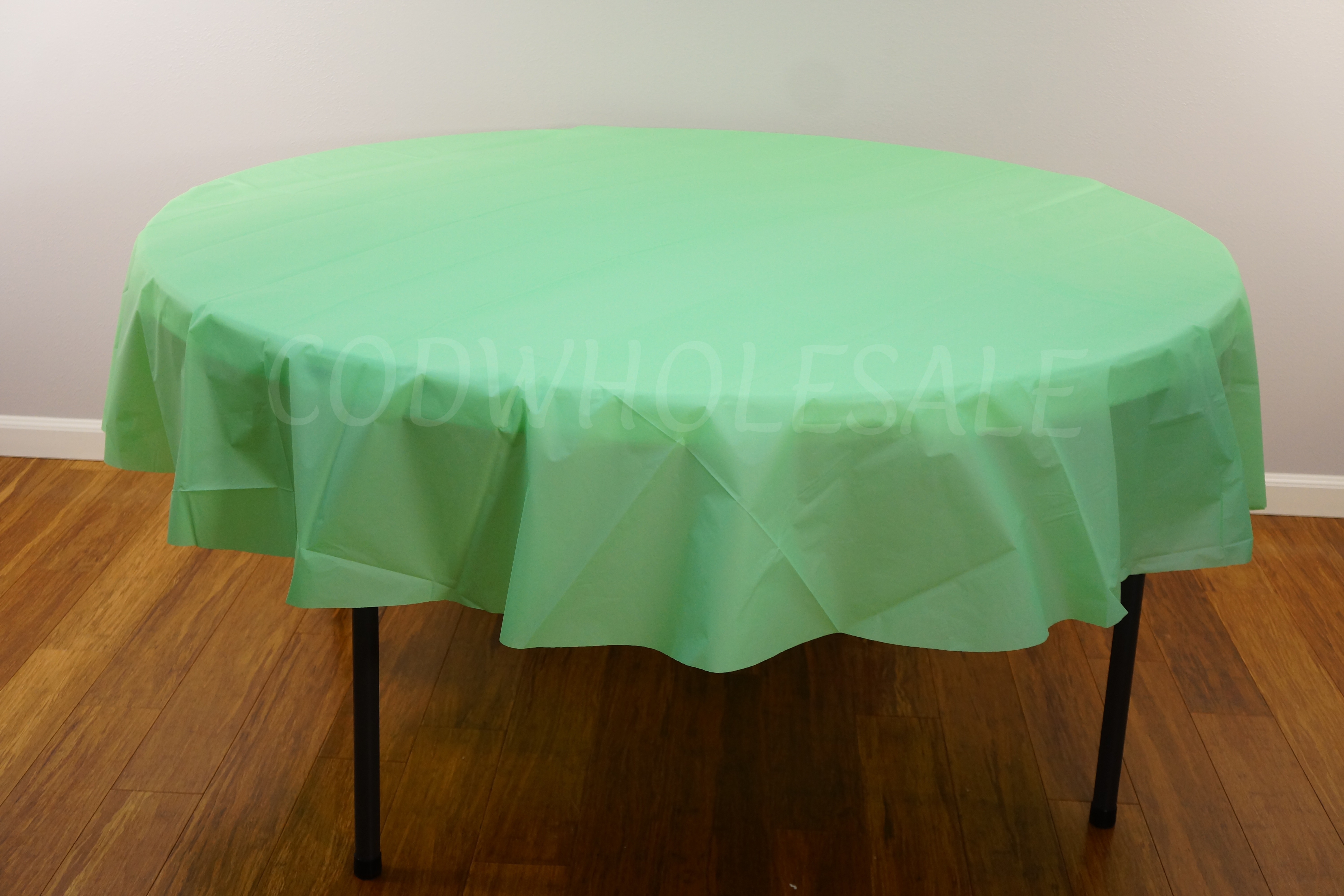 MINT 84 inch round plastic tablecover