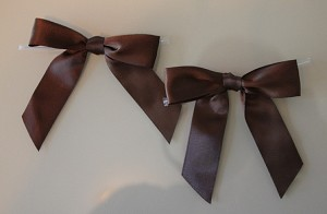 "RBSFS5TT Single faced ribbon bow 7/8"" x 3.5"" with twist tie BROWN"